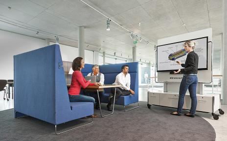 Moderne stijlvolle kantoor tafel ontwerp foto bureau
